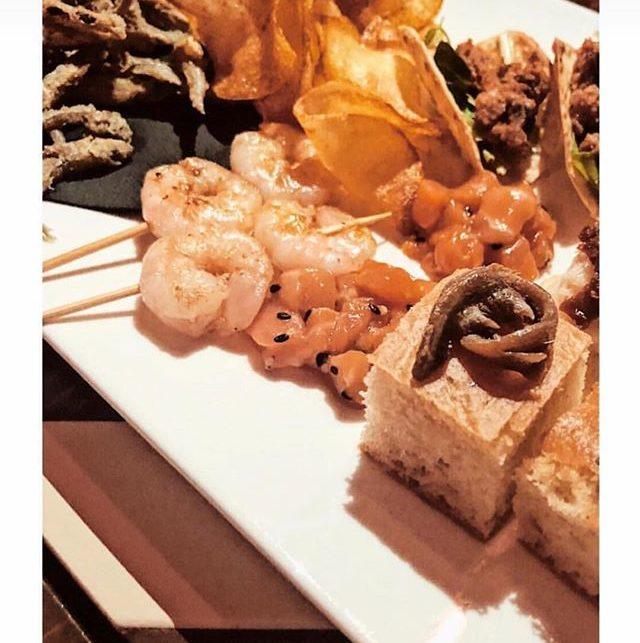 Laperitivo Del Fishbar De Milan Restaurant Lounge In Via Lazzaro